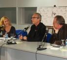 Marta Jiménez, Juan José Millás y Alberto Gómez en la presentación de 'Los objetos nos llaman'